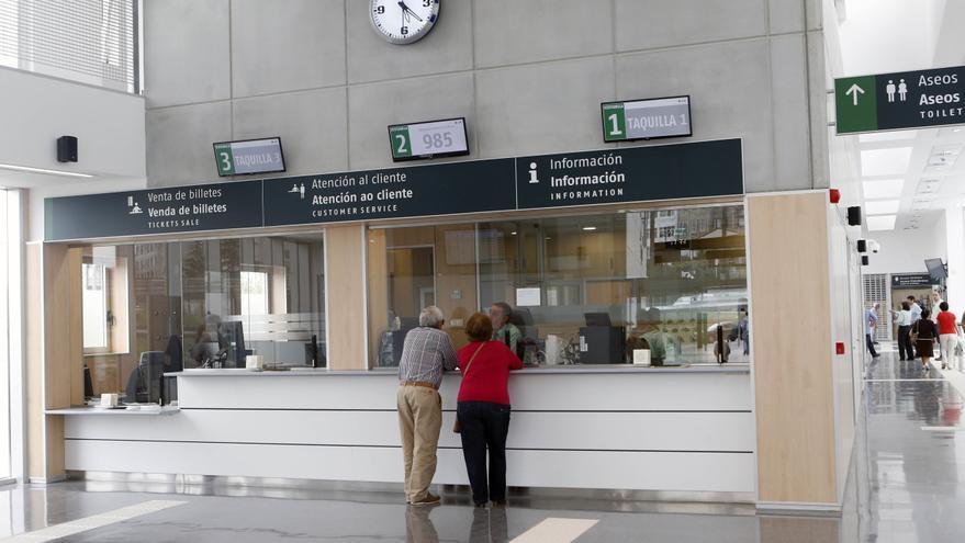 La estación de Urzáiz recupera la venta presencial de billetes