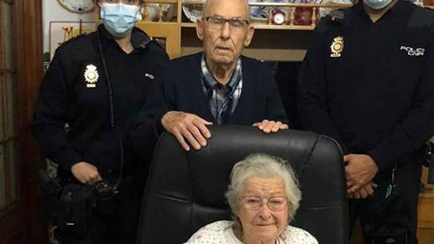 Auxilian a dos ancianos tras caerse en su propia casa