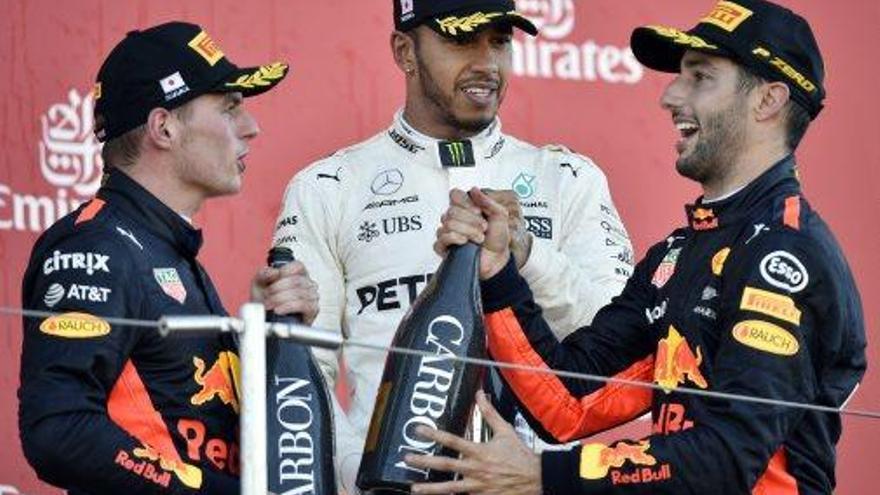 Una avaria de Vettel deixa el títol en safata a Hamilton