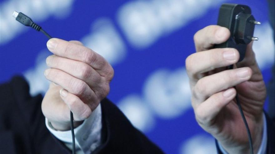 Bruselas propone imponer un único cargador universal válido para todos los móviles