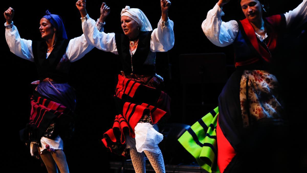 La jornada inaugural del Festival Folclórico de Avilés, foto a foto.