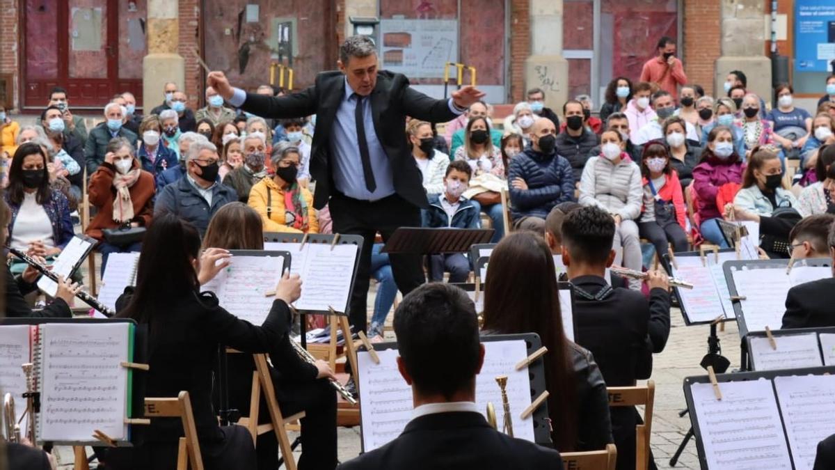 Concierto ofrecido por la Banda Maestro Lupi en la ciudad