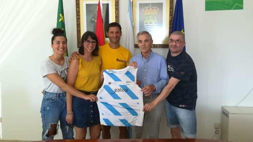 El gobierno cruceño recibe al atleta Emilio Montilla Fernández