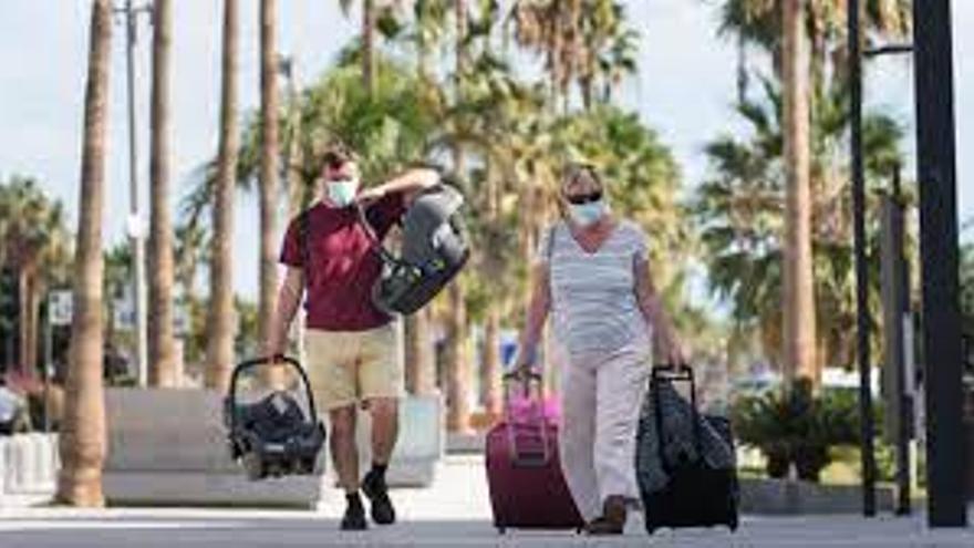Países Bajos saca a Canarias y Baleares de su lista de destinos seguros