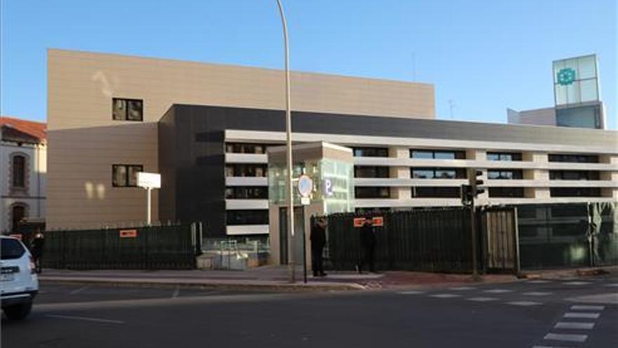 Sanidad eterniza el edificio de oncología del Hospital Provincial de Castelló