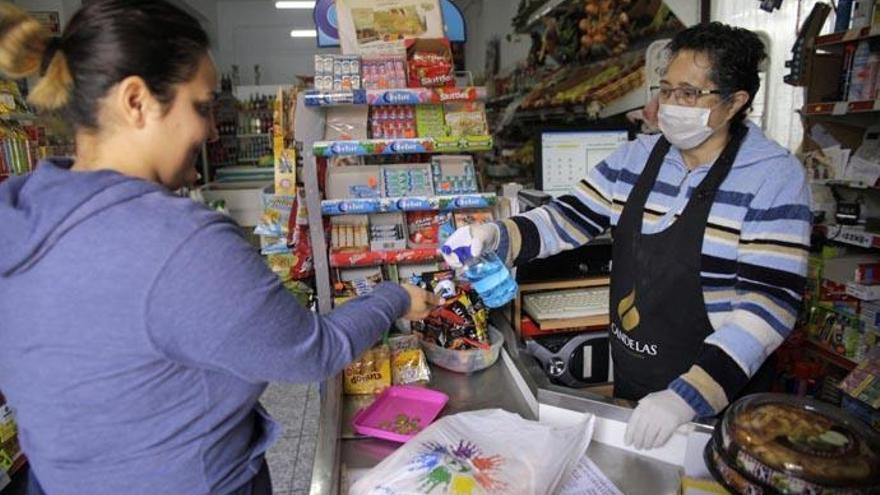 La Laguna y Cruz Roja lanzan una campaña para reforzar la seguridad en los locales comerciales