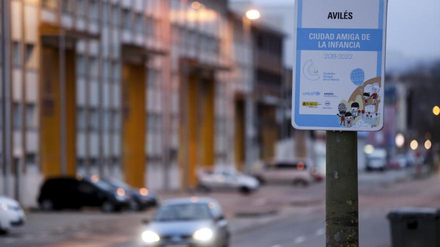 Detienen a un hombre de 71 años: circulaba muy despacio, sin luces y ebrio por la avenida de Lugo