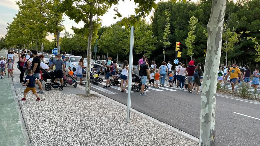 Atascos en Parque Venecia en protesta por los barracones del colegio María Zambrano