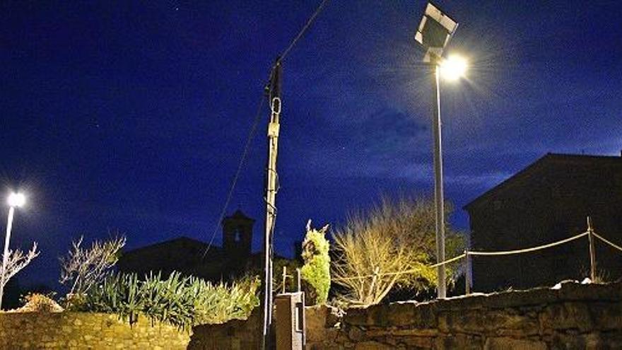 Súria instal·la els primers fanals amb energia solar del municipi