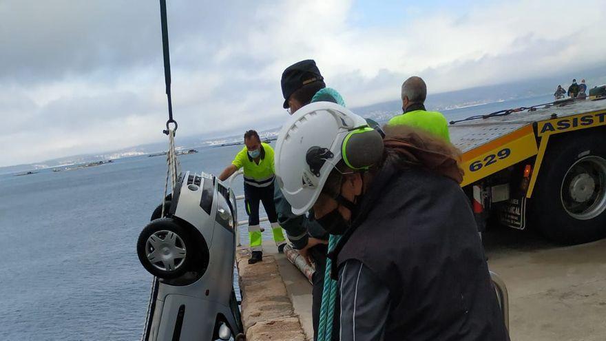 Muere un pescador recreativo en Pontevedra tras caer su coche al mar