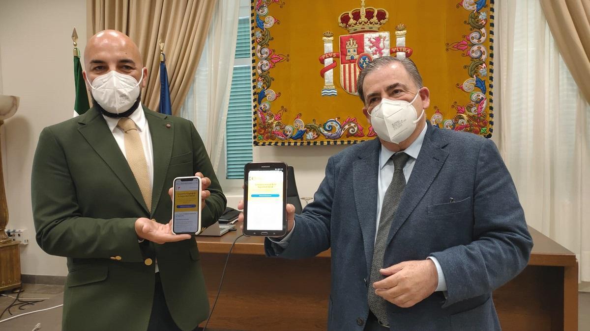 El director provincial de la Tesorería de la Seguridad Social, Óscar Bujalance, y el subdelegado del Gobierno en Málaga, Teófilo Ruiz.