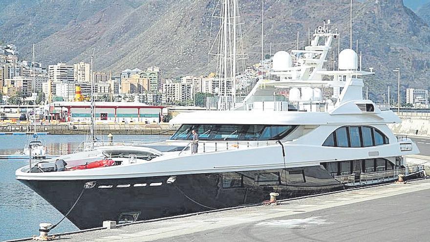 Yates de lujo en el puerto de Santa Cruz de Tenerife