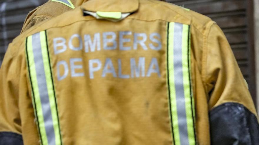 Hospitalizada una mujer por un incendio en la cocina de su piso en Palma