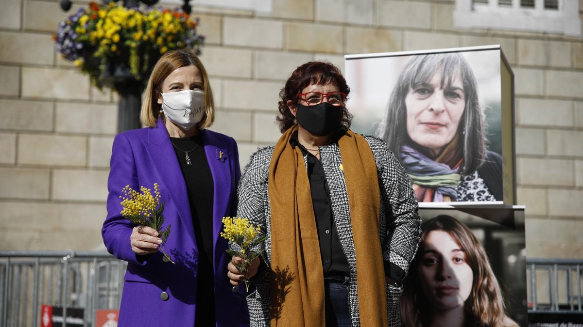 La expresidenta del Parlament, Carme Forcadell, y la exconsellera Dolors Bassa, durante un acto electoral.