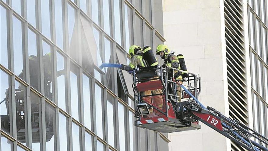 Un incendio obliga a cerrar casi al completo los juzgados de València