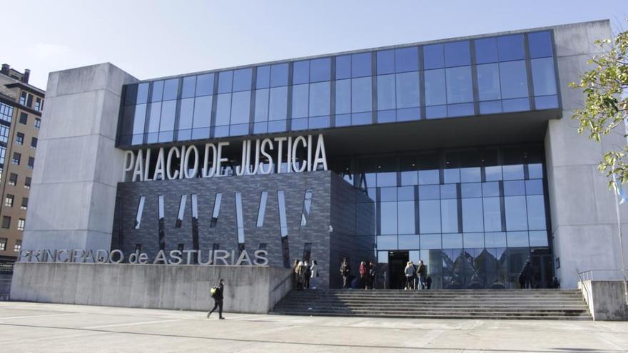 Mantienen la petición de 9.000 euros de multa para el falso dentista de Gijón