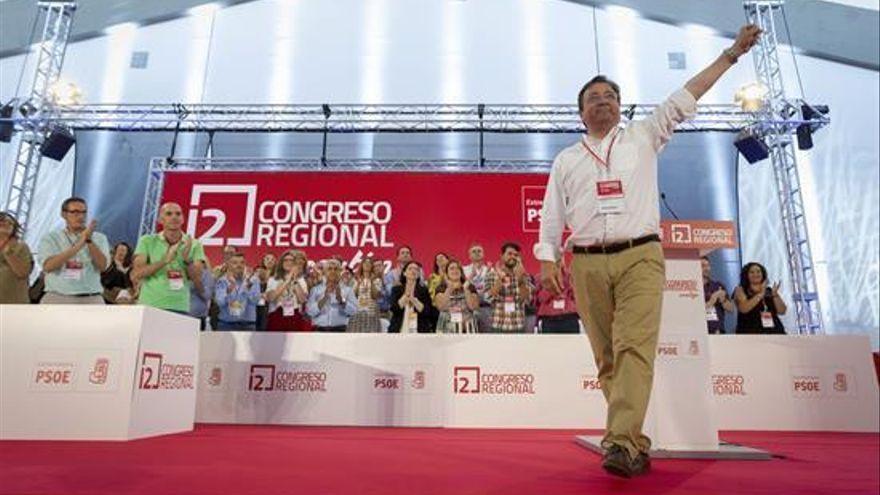 El PSOE proclama a Vara como secretario general de los socialistas extremeños