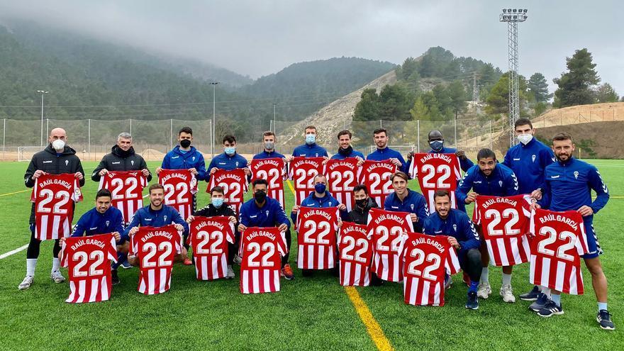 Raúl García regala 20 camisetas a los jugadores del Alcoyano
