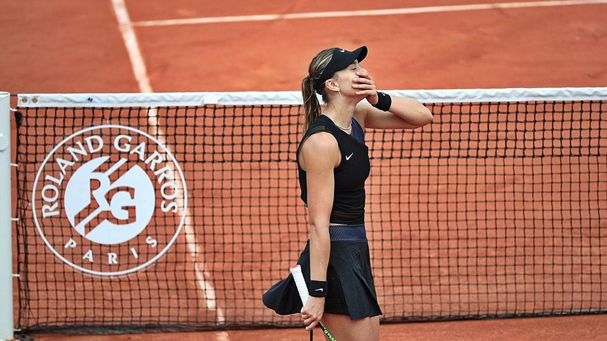 Paula Badosa es fa un lloc entre les grans i ja és a quarts de Roland Garros