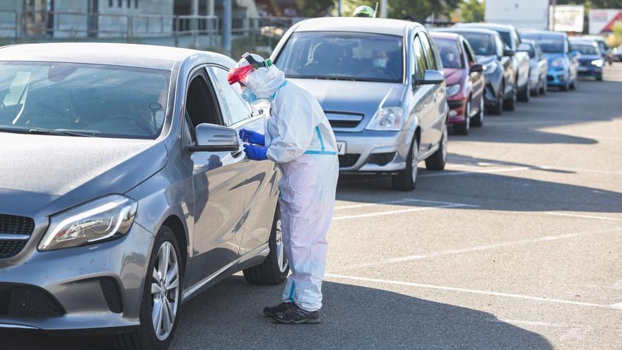 El aparcamiento del estadio Reino de León se estrena como escenario de las pruebas PCR