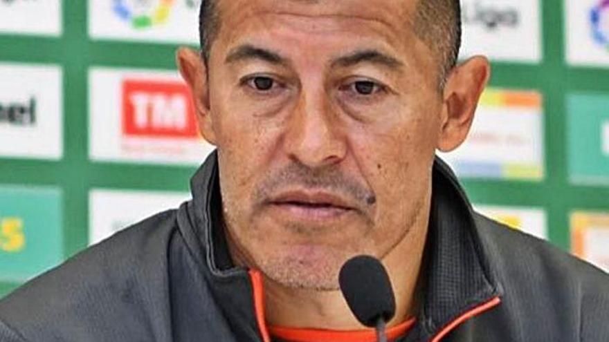 Almirón: «El Elche peleará hasta el último partido  por evitar el descenso»