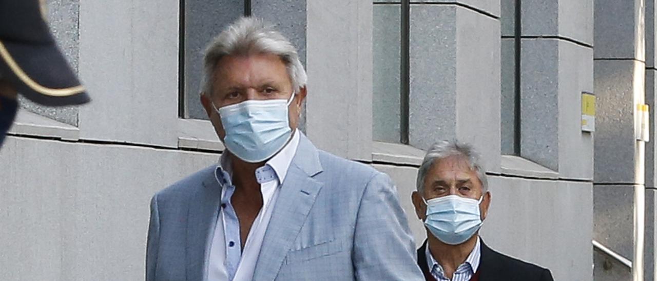 José Baldó, en primer plano, y Juan Ferri el único día  que han acudido a la  Audiencia Nacional por el  juicio de Valfensal.