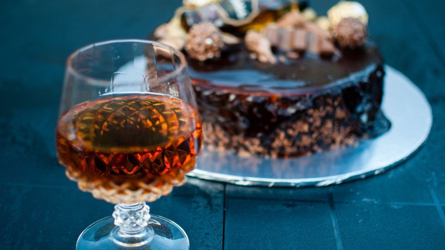 Charlota de chocolate con whisky