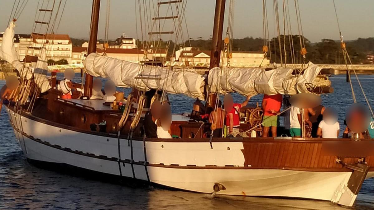 El velero desalojado por la Guardia Civil / GC