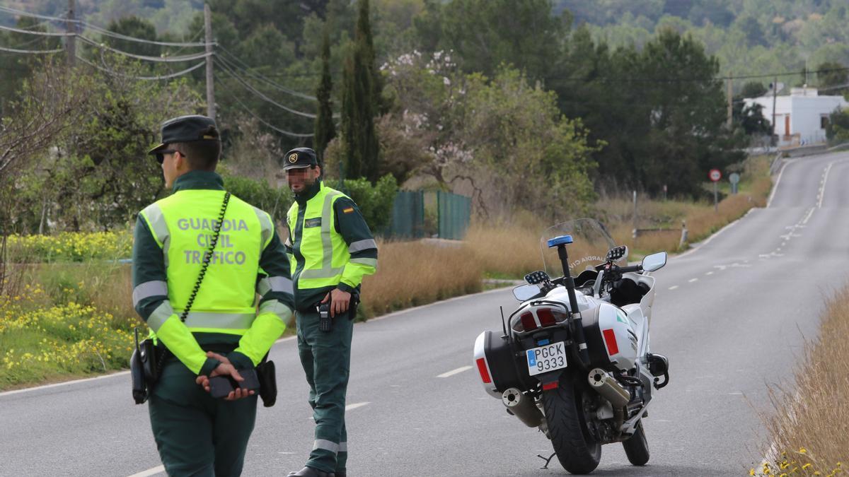 La guardia civil investiga las causas del accidente.