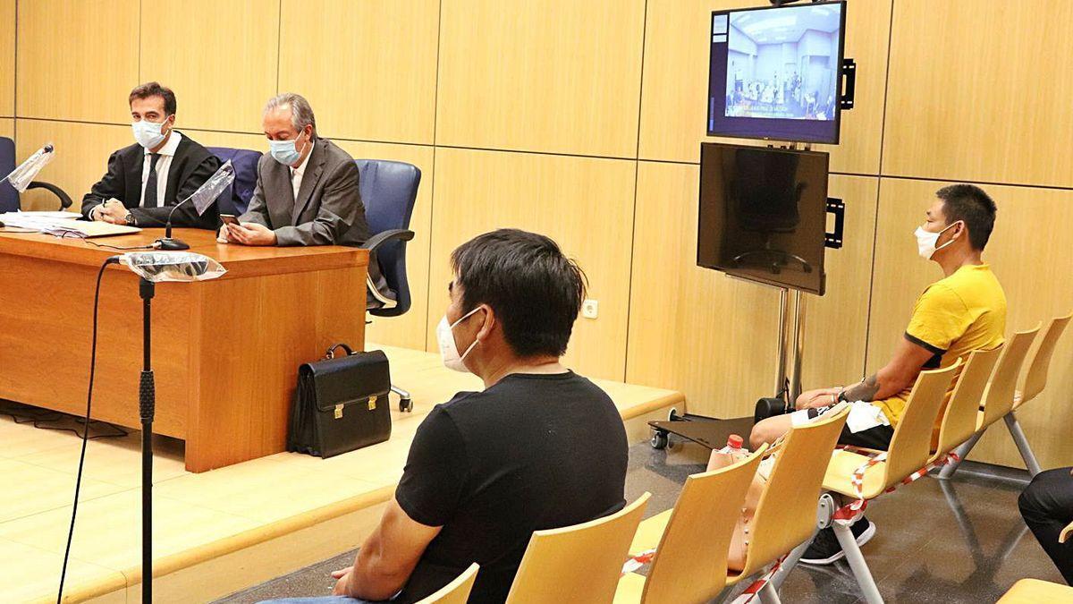 Dos de los acusados, durante el juicio.