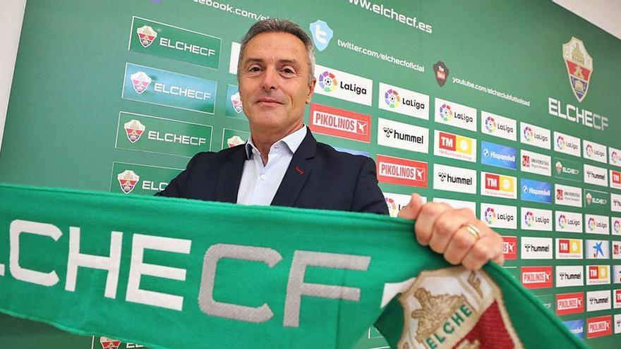 El Elche cumple un mes desde que acabó la temporada con solo la renovación de Escribá
