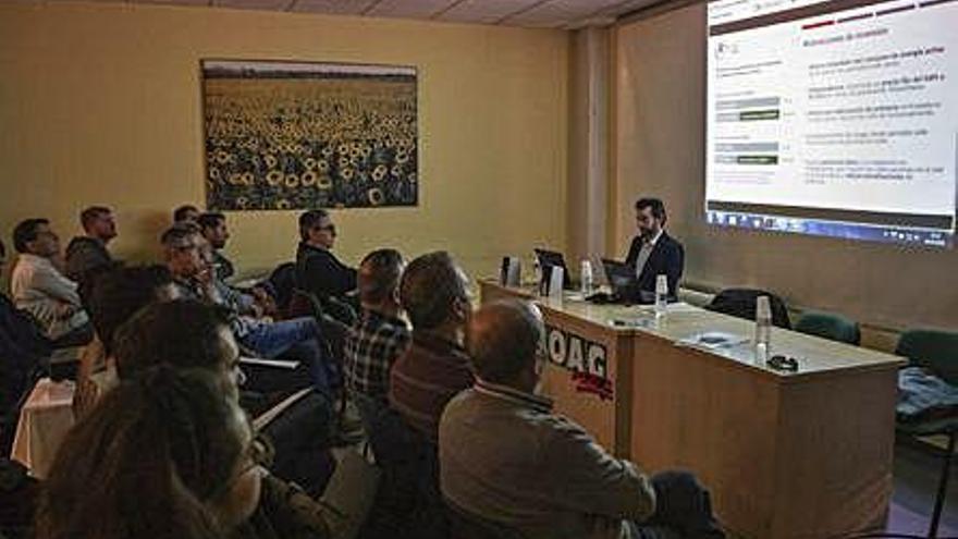 Jornada informativa sobre autoconsumo solar fotovoltaico, que tuvo lugar ayer en la sede de COAG.