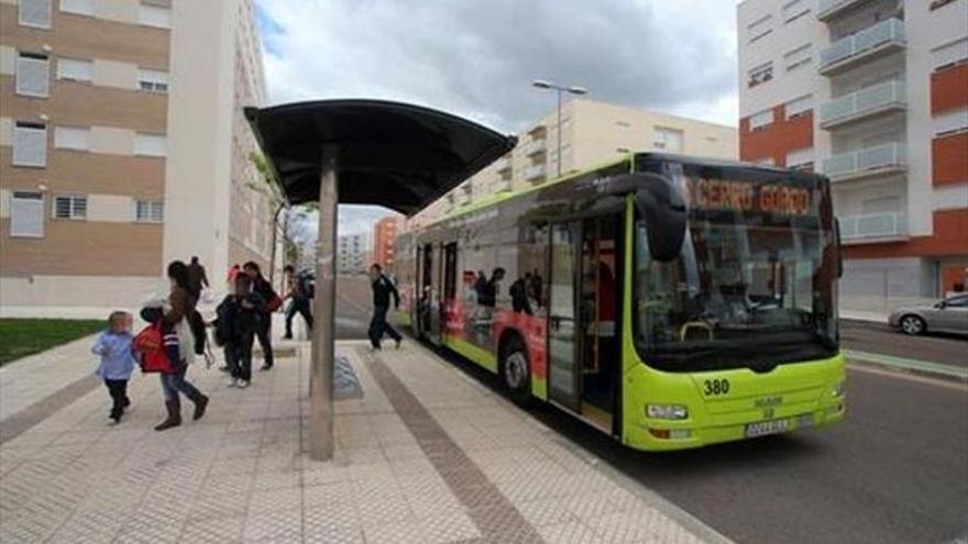 Cinco pasajeros de un autobús, heridos leves tras un frenazo