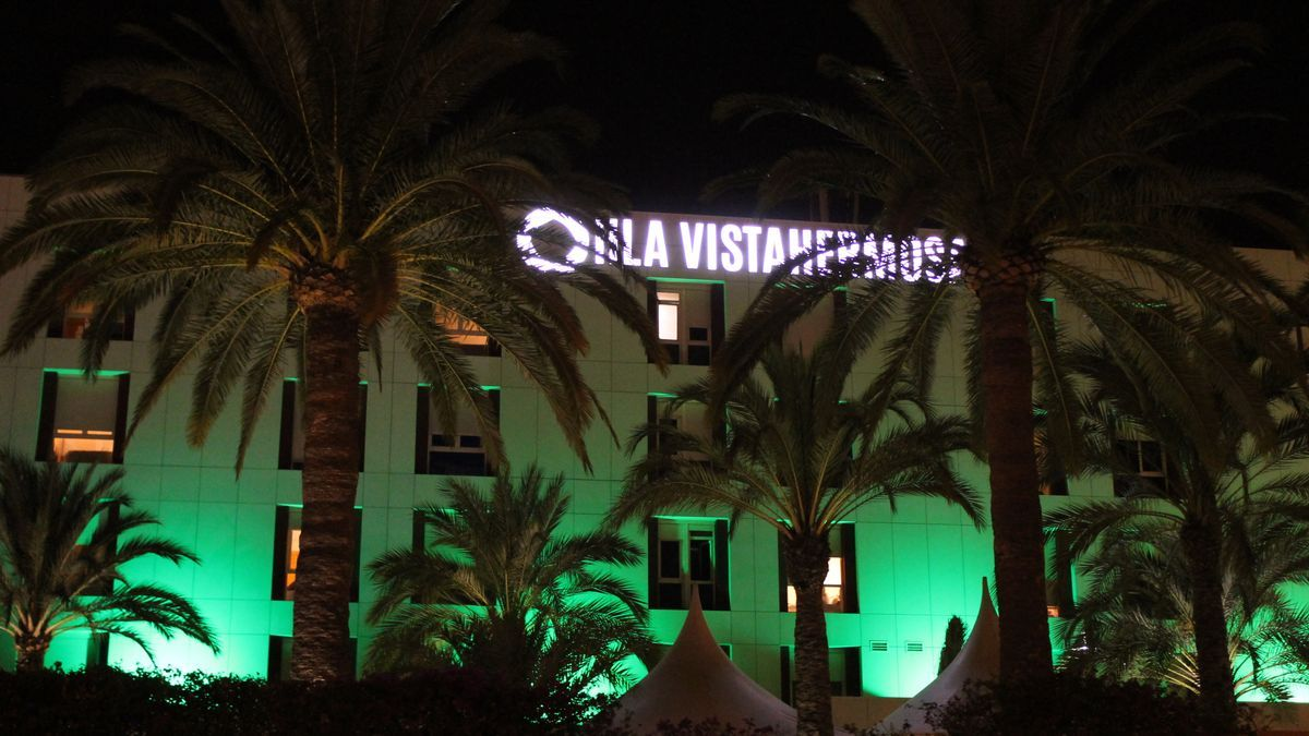 The façade of the HLA Vistahermosa Hospital will light up green.