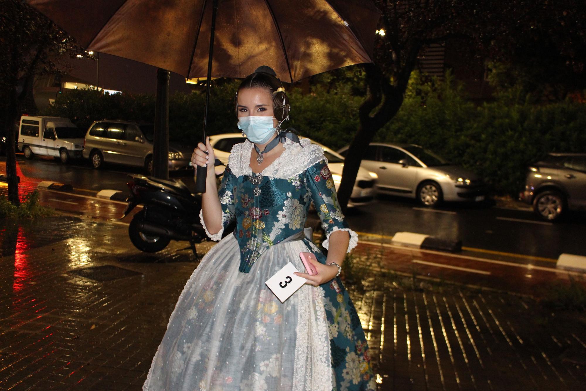 La lluvia irrumpe en la presentación de las candidatas a Falleras Mayores de València 2022