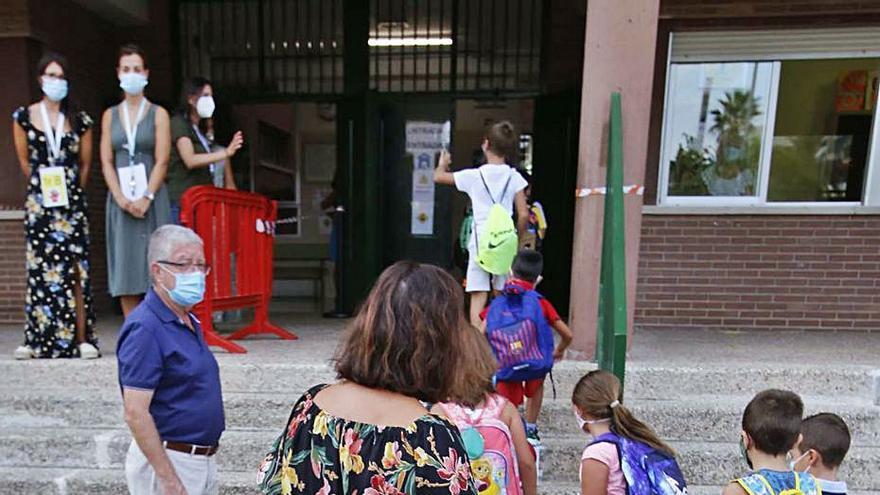 Educación propone que el próximo curso arranque el 8 de septiembre en colegios e institutos