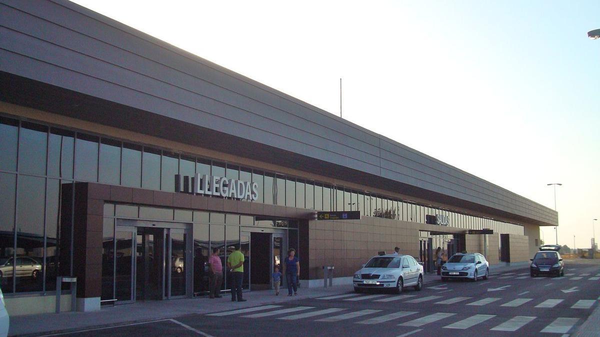 Edificio del aeropuerto pacense, en una imagen de archivo.