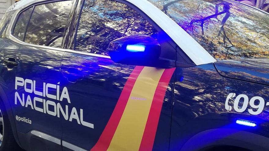 Rescatan de una repisa a un menor que huía de la Policía en Valencia tras disparar a viandantes con perdigones