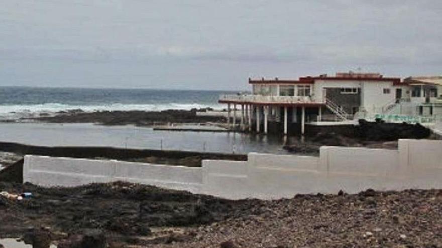 Podemos exige a Costas el uso público de la piscina del Charco de la Arena