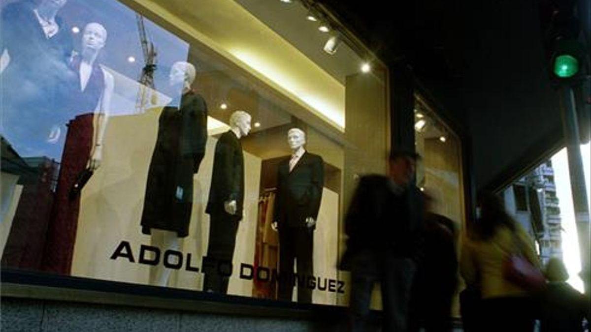 Adolfo Domínguez anuncia un ere para recortar unos 300 empleos en España