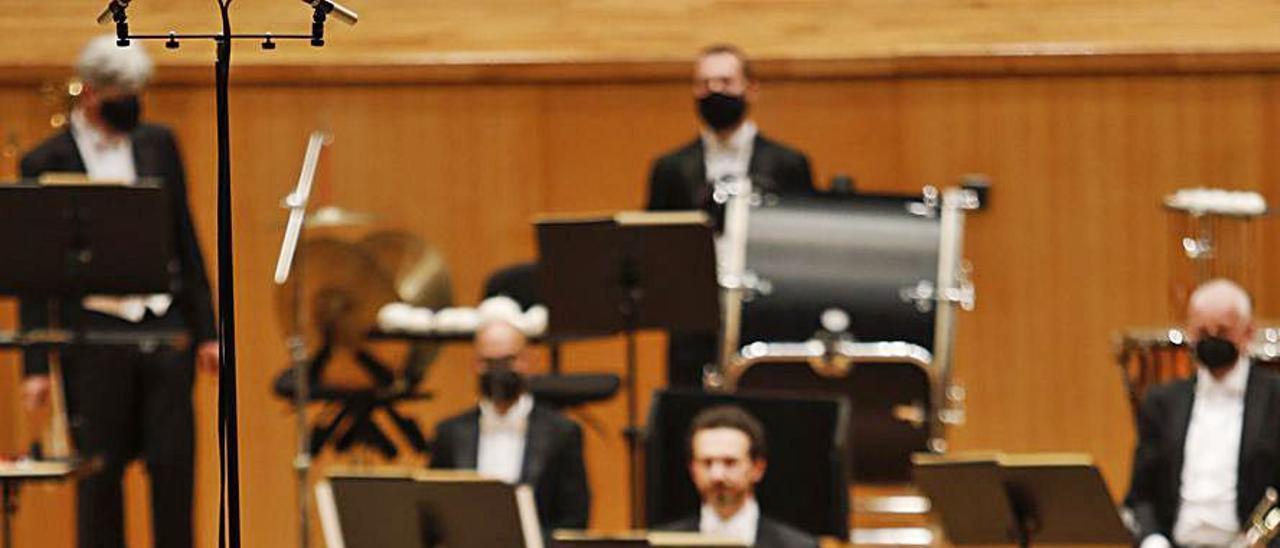Ilyich Rivas, ayer, dirigiendo a la OSPA en el Auditorio. | Luisma Murias