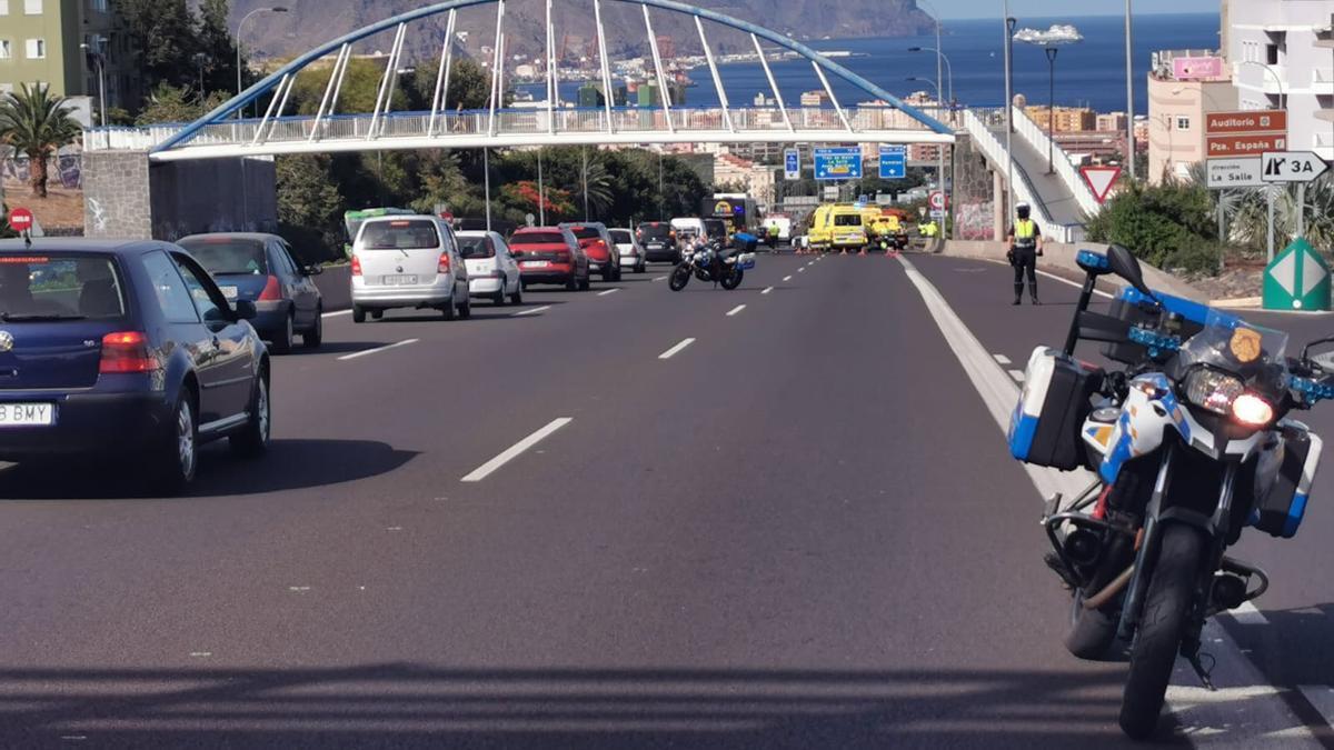 Retenciones tras la colisión de varios vehículos en la TF-5