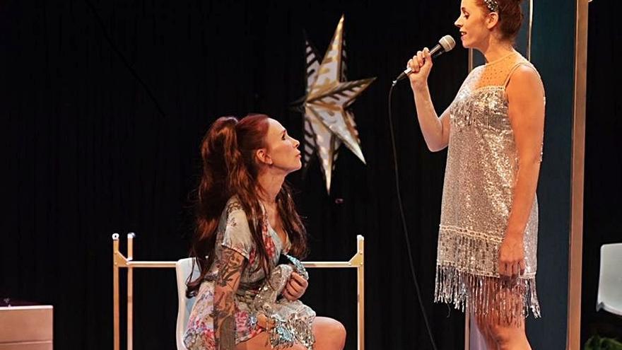 "Gondomar ofrece la obra teatral ""12 uvas, 2 mulleres e 1 oliva"""