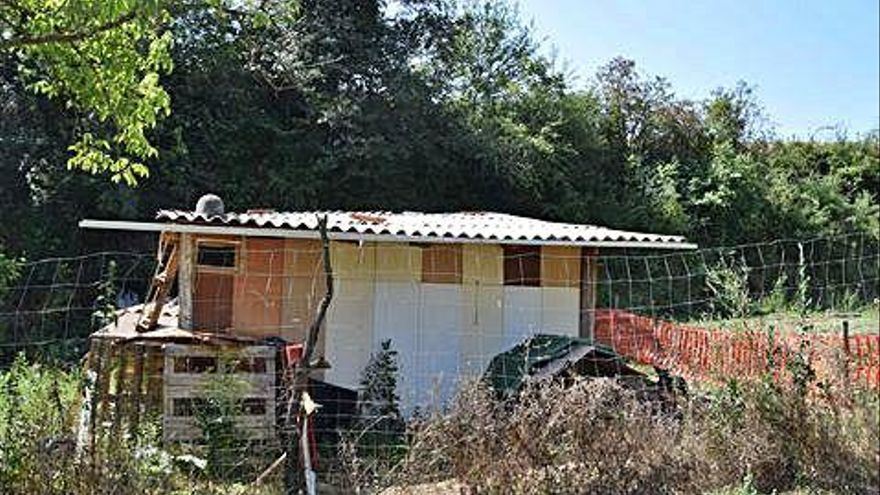 Veïns de Berga denuncien l'existència d'una barraca il·legal a la serra de Noet