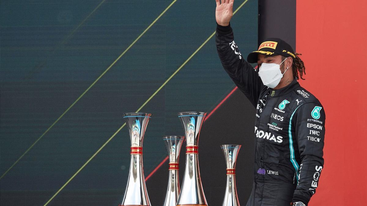Hamilton reina en Montmeló con Sainz séptimo y Alonso decimoséptimo