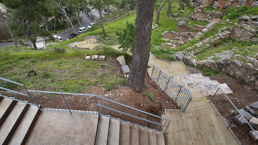 Últimos trabajos    para acondicionar la senda peatonal que va del Teatro al Castillo