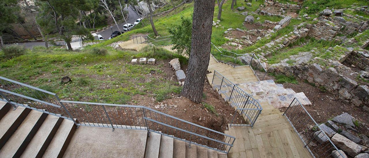Últimos trabajos    para acondicionar la senda peatonal que va del Teatro al Castillo   TORTAJADA