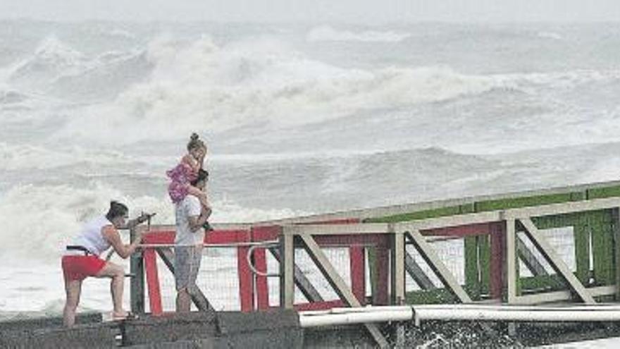 La tormenta tropical 'Hanna' avanza por tierra y llega a México