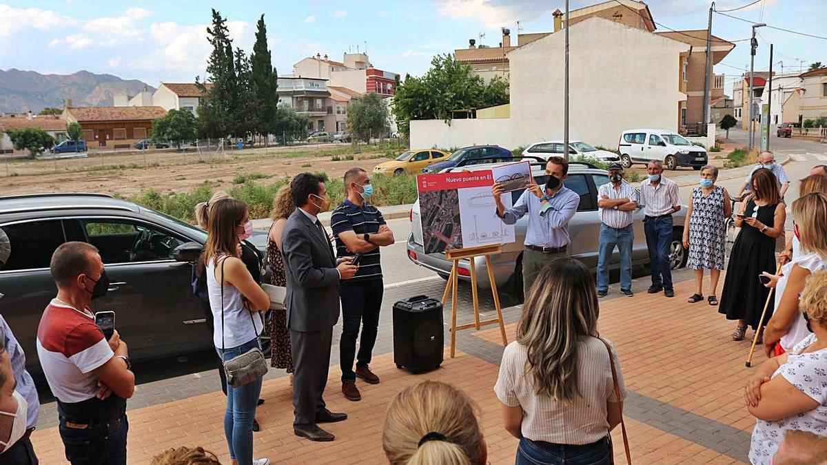 Los vecinos recibieron ayer información sobre el desarrollo del proyecto. | AYTO. MURCIA