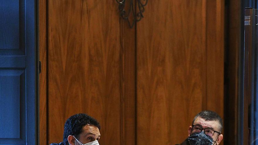 La fiscal sostiene la acusación de soborno contra un policía pese a una frágil prueba